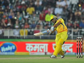 Dhoni, Badrinath propel CSK to 176