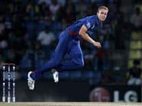 Stuart Broad entrusts Andy Flower to put situation right in England dressing room