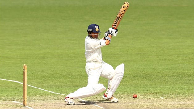 Sachin Tendulkar completes 34,000 runs in international cricket