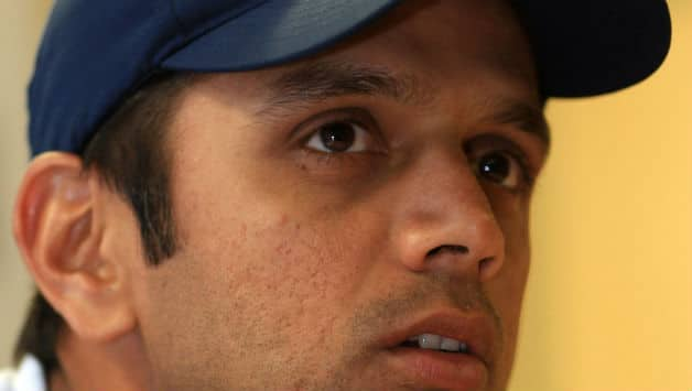 Rahul Dravid backs MS Dhoni to remain Indian captain