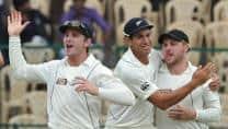 Sri Lanka lose Dimuth Karunaratne in reply to New Zealand's 221