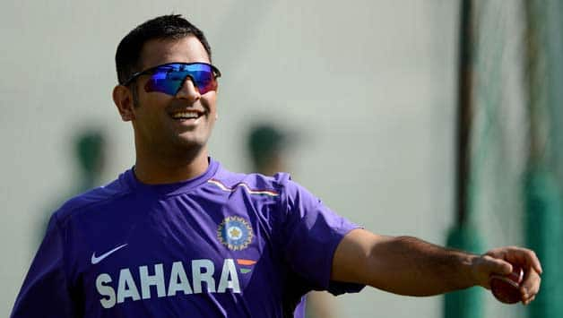 MS Dhoni sorts out differences with Eden Gardens' curator Prabir Mukherjee