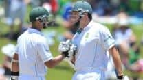 Graeme Smith and Alviro Petersen lead South Africa's fightback at Tea