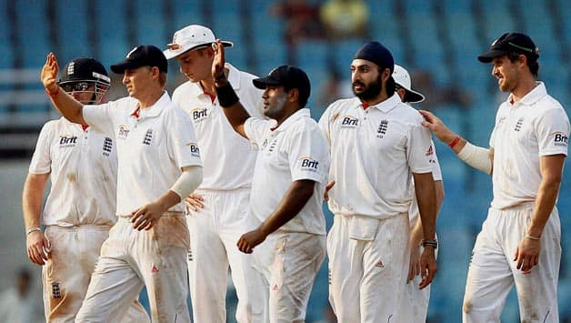 India lose three wickets as first Session belongs to England