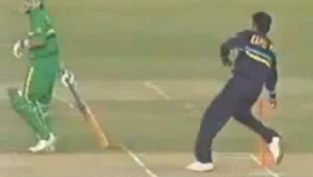 When India's Kapil Dev 'Mankaded' South Africa's Peter Kirsten...and got hit on the shin for it