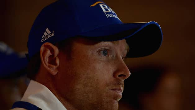 Ian Bell burns his bat in protest against India