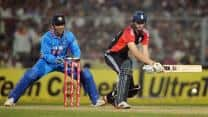 Michael Lumb, Alex Hales tonk Indian bowlers to  score 90 for one off 10 overs in second T20 at Mumbai