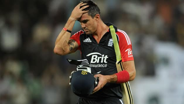 Match referee catches Kevin Pietersen in men's loo