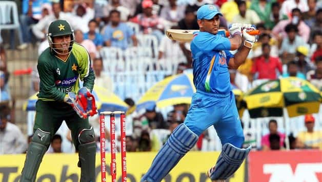 MS Dhoni's criticism akin to questioning Sachin Tendulkar's run-making skills, says coach