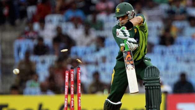 India vs Pakistan 2012-13 Live Cricket Score: Pakistan lose Misbah-ul-Haq as India look to seize control