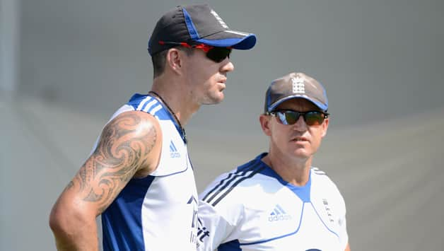 Kevin Pietersen signs England's central contract