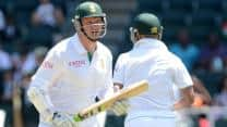 South Africa make steady start after bowling out Pakistan for 49 at Tea on Day Two