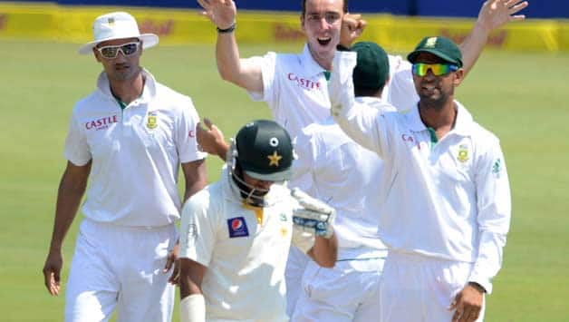Pakistan batsmen should have trained on matting pitches, says Hanif Mohammad