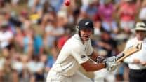 Peter Fulton takes New Zealand to 77/1 against England on Day 3