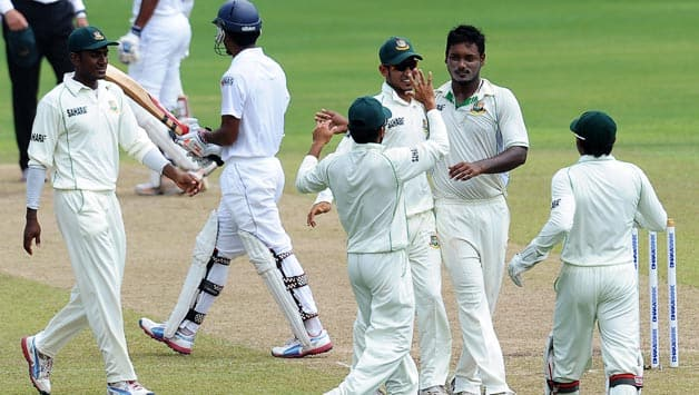 Sri Lanka stumble to 81/4 at lunch against Bangladesh on Day 2