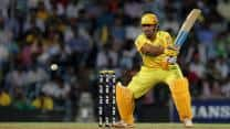 IPL 2013: Chennai Super Kings snatch game from Royal Challengers Bangalore, win by 4 wickets