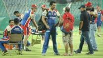 IPL 2013: RCB leaking too many runs in death overs, feels Vinay Kumar