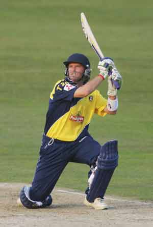 Ian Harvey plunders first hundred in T20 cricket