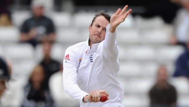 Graeme Swann spins England to victory in warm-up match against Essex