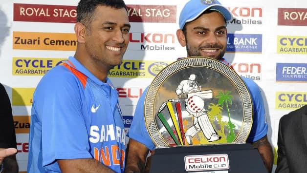MS Dhoni, Virat Kohli lift tri-series trophy after presenter forgets to invite winning captain