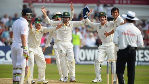 Ashes 2013: Ian Bell, Stuart Broad help England wrest control of 1st Test on controversial Day 3