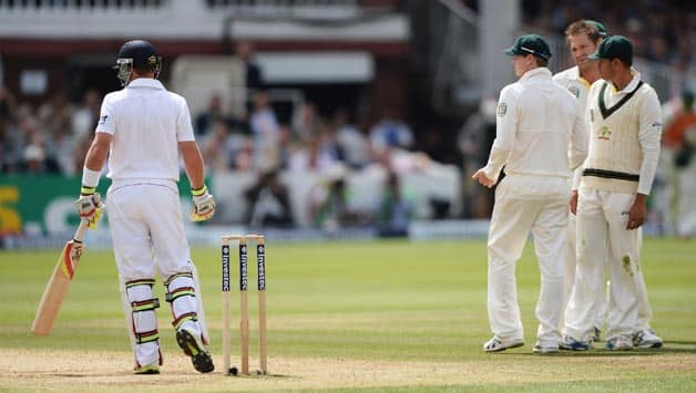 Ashes 2013: Cricket Australia to investigate obsene tweet following Ian Bell's controversial decision
