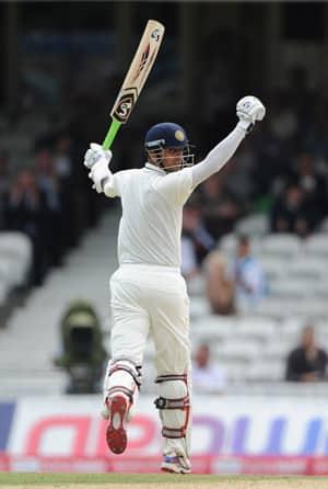 Rahul Dravid carries his bat at The Oval; England whitewash India 4-0