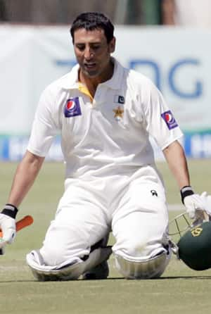 Younis Khan's century takes Pakistan to 258/5 at lunch on Day 4