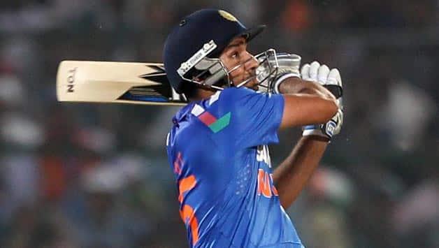 India vs Australia 7th ODI at Bangalore: India 33/0 in 5 overs