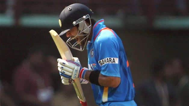 India vs Australia 2013 3rd ODI: Kohli, Dhoni consolidate after poor start; Score XX/4 in 30 overs