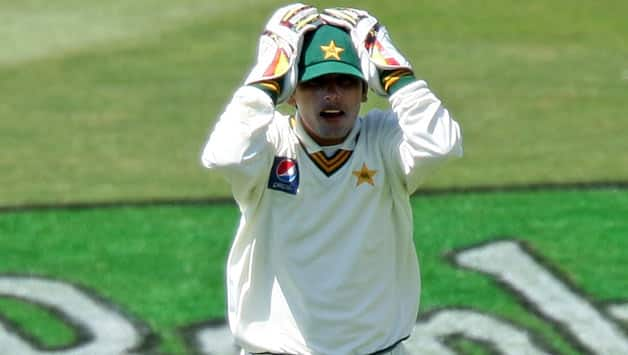 Adnan Akmal, Robin Petersen fined after on-field altercation during Pakistan-South Africa 1st Test