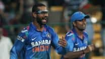 India vs Australia 2013: Did Shikhar Dhawan, Suresh Raina cross the line by mocking Shane Watson's injury?