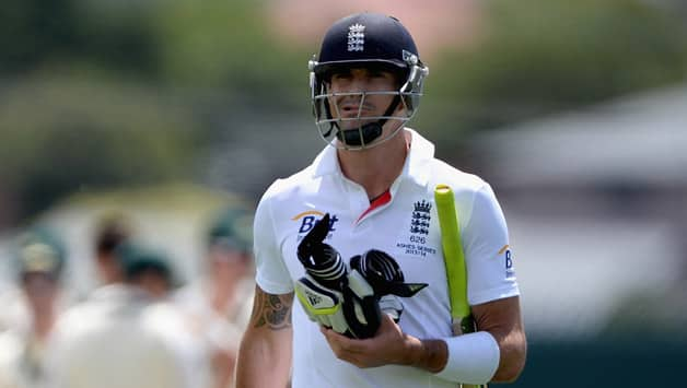 Ashes 2013-14: Kevin Pietersen's knee injury puts England in sport ahead of 1st Test