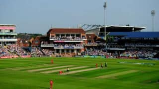 Pakistan spinners maintain stronghold; England 93/4