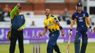 New two-year deal with Warwickshire for Jeetan Patel