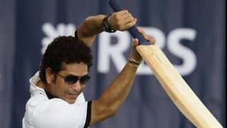 Tendulkar walks out to bat in Lord's bicentenary match