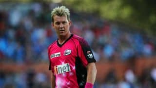 Lee signs with Sydney Sixers for another year in BBL